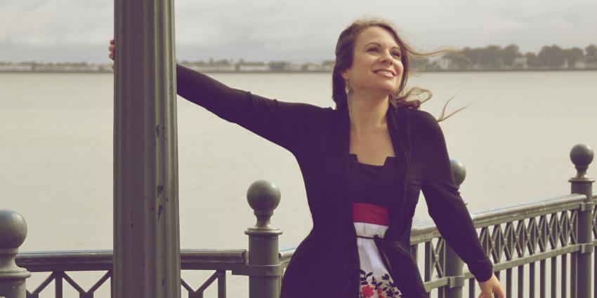 Interview mit der Hochzeitssängerin Dina Regniet