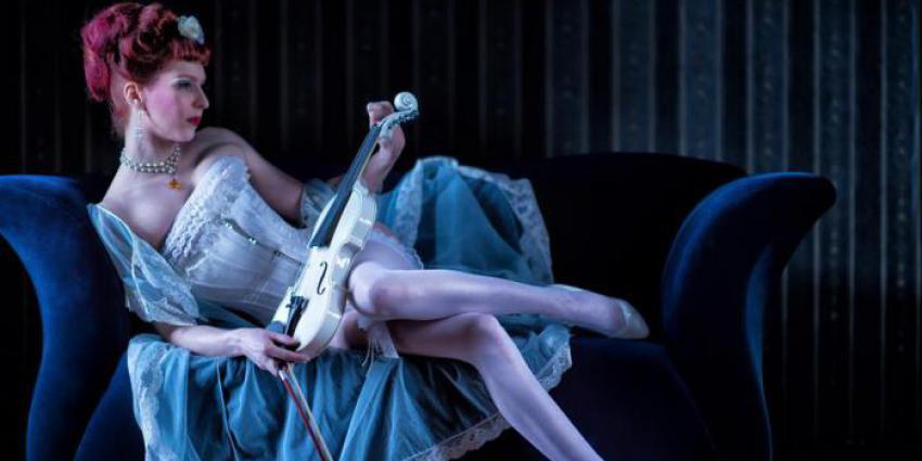 Interview mit der Burlesquetänzerin Orphelia De Winter.