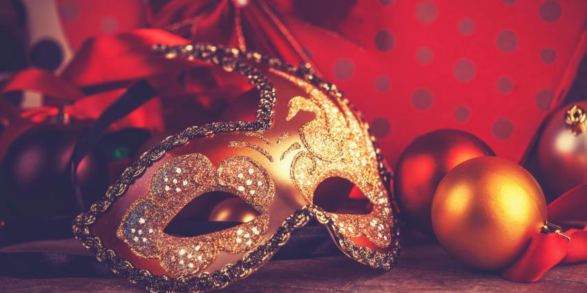 Blick hinter die Maske: geheimnisvolle Weihnachten