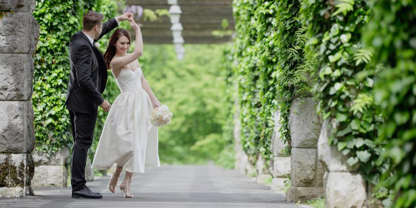 Brautpaar, das tanzt