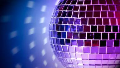 Tanzmusik und Dauerwelle: Heiraten im Stil der Achtziger