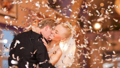 Bunter Stilmix: Moderne Hochzeit mit Tradition
