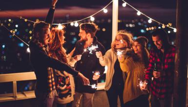 Rooftop Party über den Dächern der Stadt