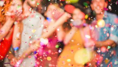 Polterabend: Party feiern vor der Feier