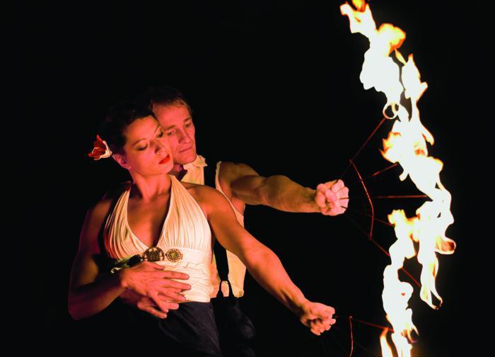 mira-mas mit Ihrer Feuershow