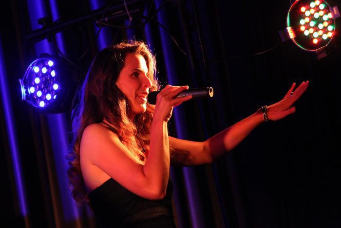 Anny Maleyes - professionelle Sängerin für alle Events