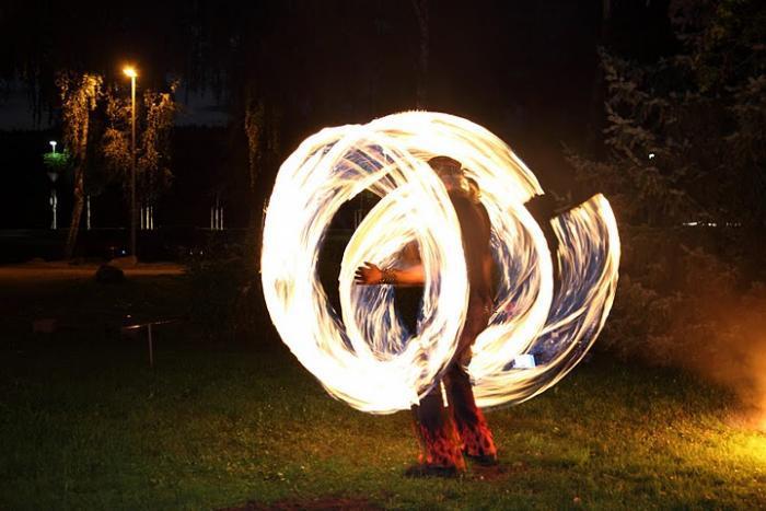 Feuergöttin und Burning George - zwei feurige Showkünstler