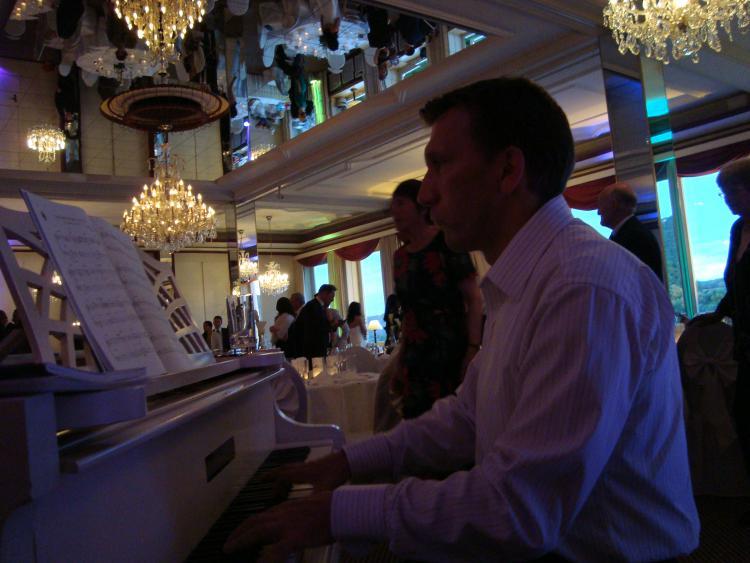 Der Pianist Reimund Merkens.