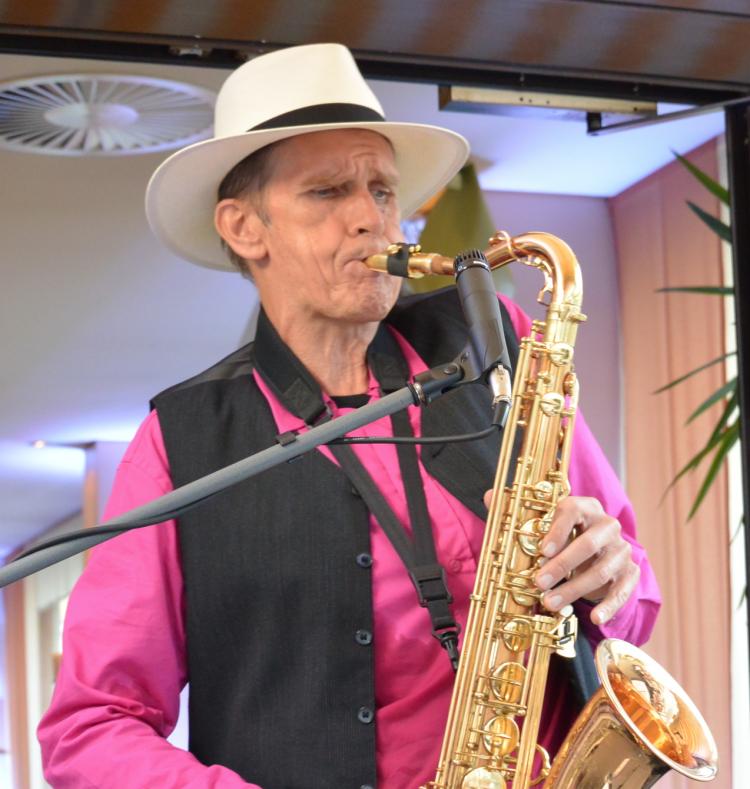 Der Saxophonist key-sax-mer