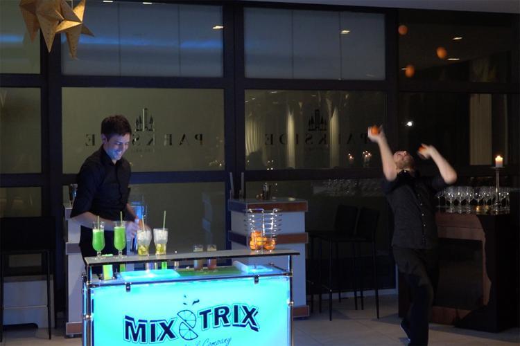 """Cocktailshow live und """"in Action"""""""