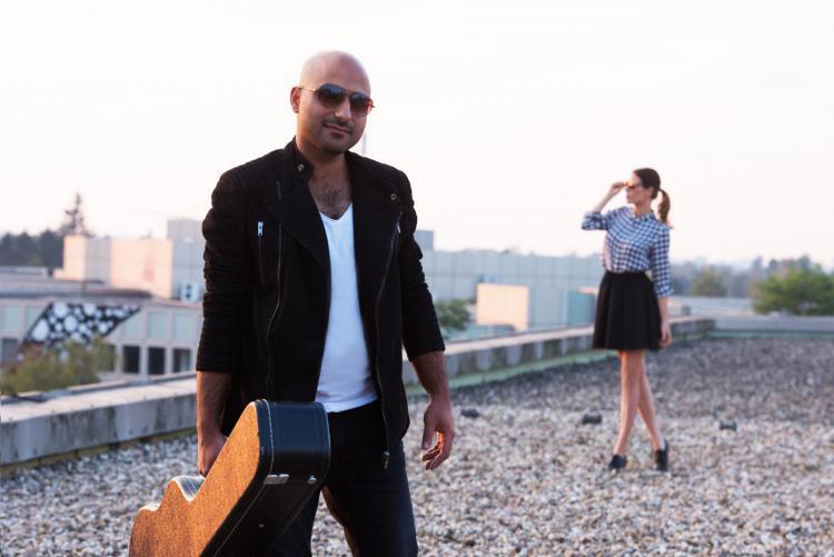 Melarima-Dachterasse-musik-duo-acoustic-modern-gitarre