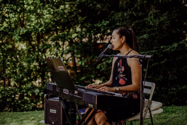Vera Rivera am Klavier