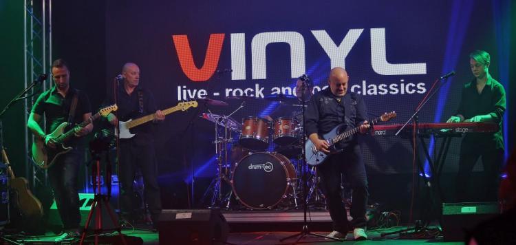Vinyl Band beim Auftritt