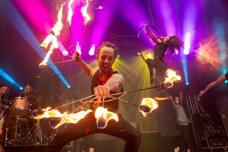 Flamba Feuershows Akrobatik