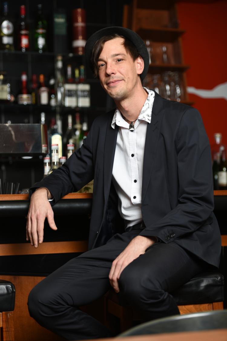 Philipp Standera an der Bar