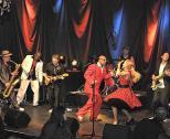 Die Hochzeitsband d-lite live auf der Bühne mit Gastmusiker.