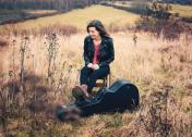 Susann Großmann: Sängerin mit Instrument