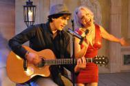 Sabine Heil im Duett mit Gitarre
