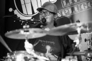 Tobi ist der Schlagzeuger der Partyband TWICE