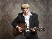 Gitarrist Julian Kehrer steht für dezente und warme Instrumentalmusik