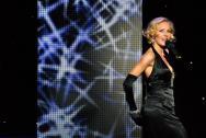 Sängerin Eszter Vegvari bringt Glamour auf Ihr Event.