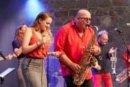 Bernd Delbrügge live mit Sängerin