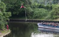 Anna Abrams Seil Akrobatik über Wasser