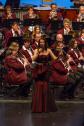 Nadine Stockmann im roten Kleid bei Auftritt