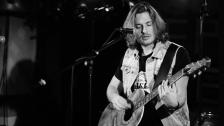 Marcel Galos an der Gitarre