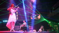 """DJANE Virginia Gomez & LED Musiker"