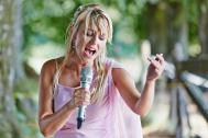 Dena Davies Solo Entertainer  (Duo, Trio, Quartett. Quintett, Band, DJ, Show Act)