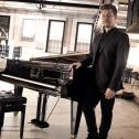 Chris DJ/Pianist/Partyband/Hochzeitsband/Trauungen/Jazz/Klavier/Hochzeit/Bern/Zürich/Luzern/Schweiz