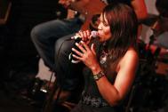 AQuilla Fearon - Sängerin