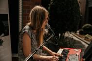Jasmin Tietze - Sängerin mit Klavierbegleitung für Hochzeit / Taufe / Beerdigung / Feier