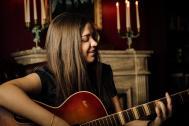Michelle Cojocaru -  Gesang, Gitarre, kleine Harfe & Klavier