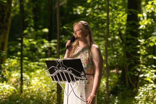 Angela Zeller