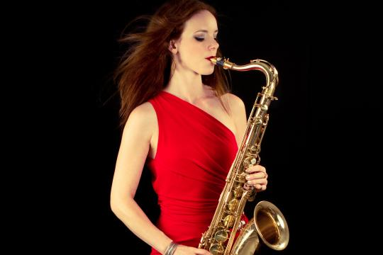 Saxophonistin / DJane Miriam Dirr