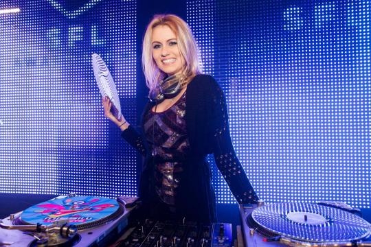 """DJANE Virginia Gomez & LED Musiker"