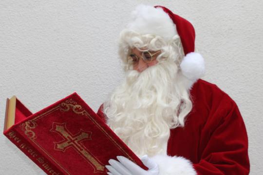 Weihnachtswelt mit Weihnachtsmann, Nikolaus, Christkind und Weihnachtsengel
