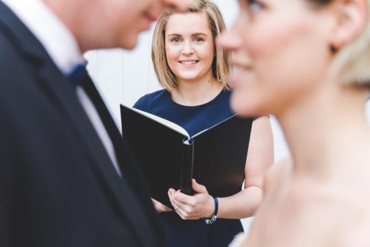 Freie Hochzeitsrednerin Julia Gatz