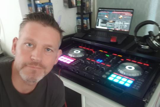 DJ MOBIX