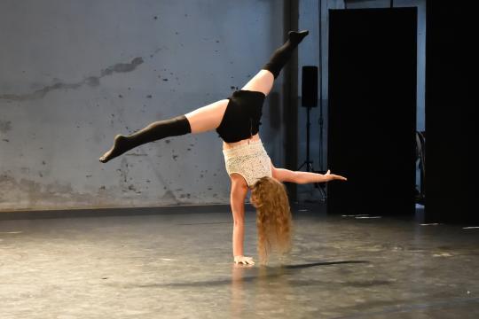 Happy Handstand Freak