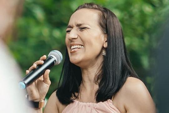 Gina Ruina - Die Sängerin für Ihr Event