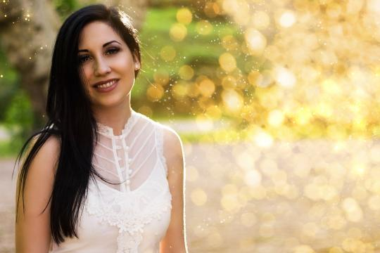 Samantha Maxine - Rednerin + Sängerin
