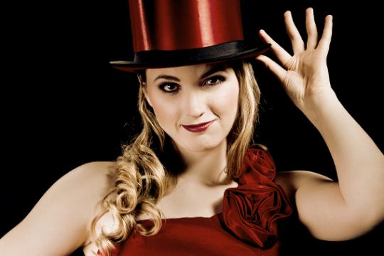 Artistin und Zauberin Miss Edith