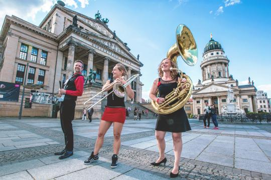 Walkabees - Live Musik Brass Walk-Act aus Berlin