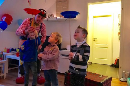 Clown Pepepan & sein Team - auch Therapie Clown mit Hund, Ballon Künstler, Kindershows, Stelzen