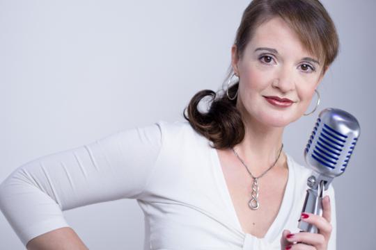 Julia Samhaber - Sängerin, Pianistin, Akkordeonistin
