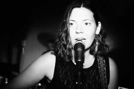 Felicitas Boell - erfahrene, preiswerte Sängerin für Ihre Festlichkeiten