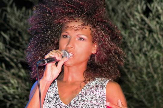 Michelle J. Bradshaw - Sängerin